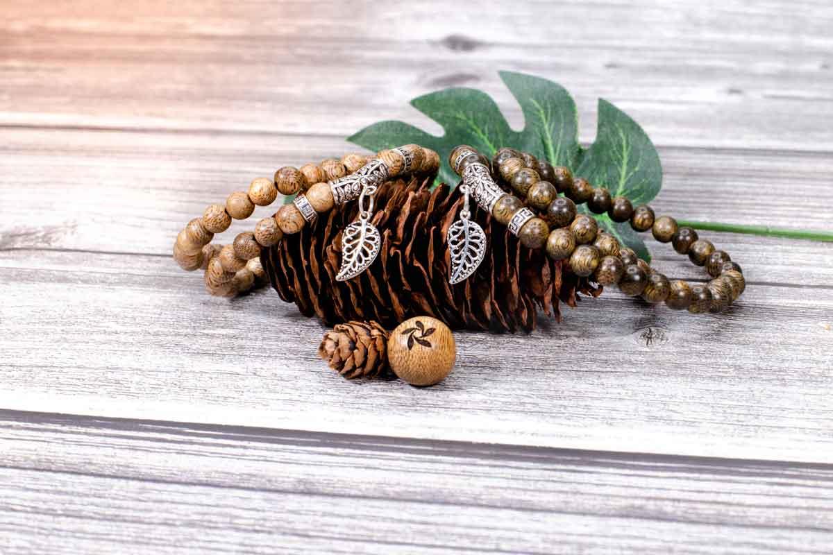 The folium isatidis agarwood bracelet
