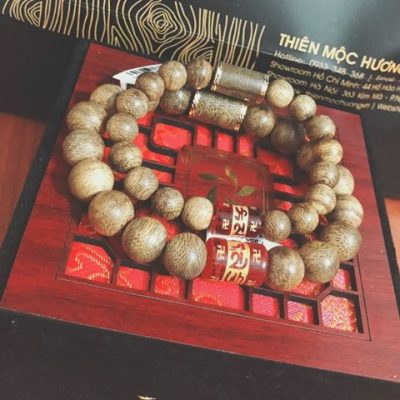 Tibet agarwood beaded bracelet with stone - classic photo review