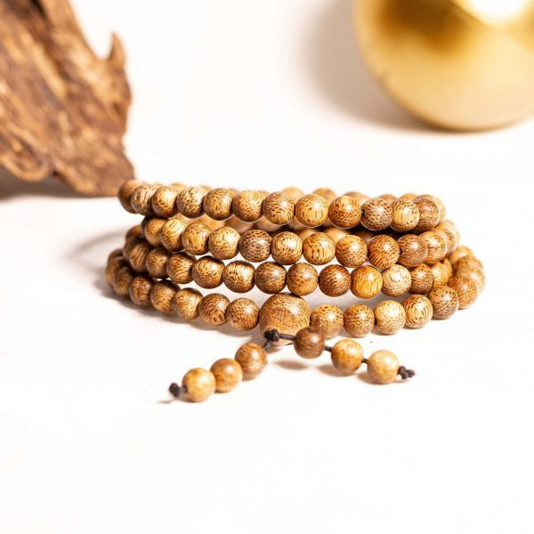 identify real agarwood bracelet base on beads color and beads serface