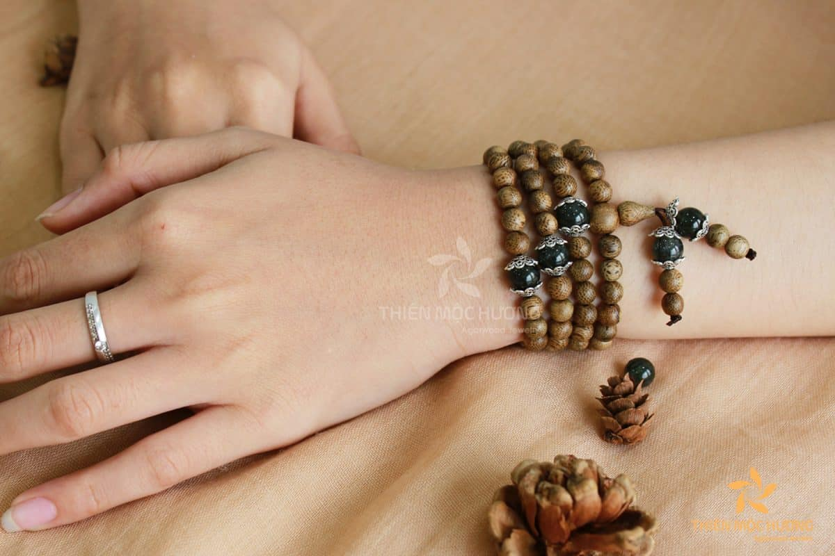 108 Emerald bracelet