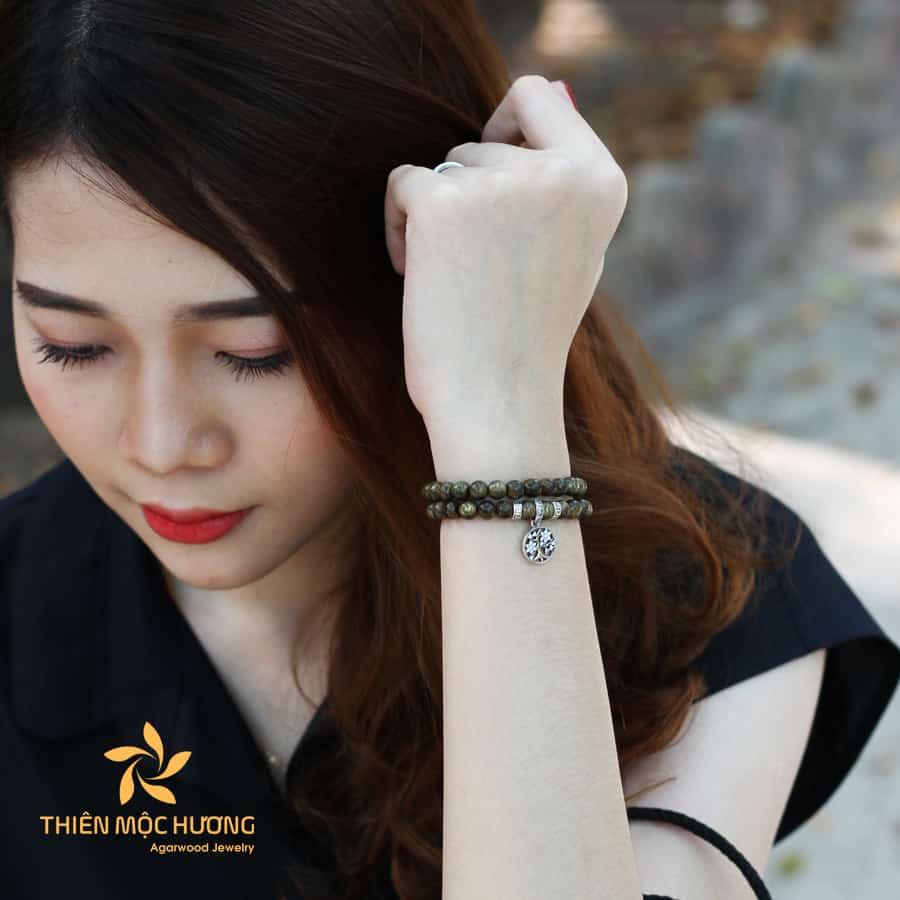 Agarwood bracelet