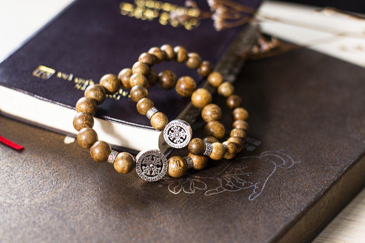 four leaf agarwood bracelet