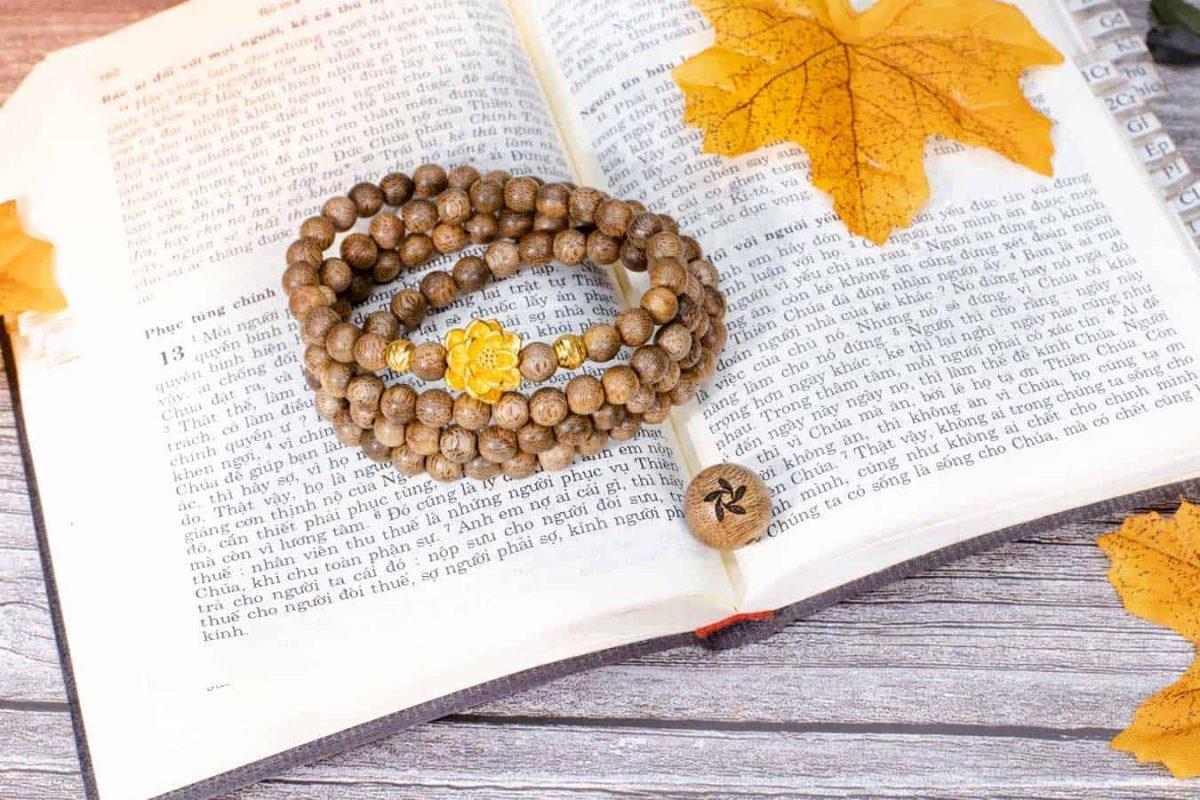Lotus 108 mala beads bracelet with 24k gold - classic