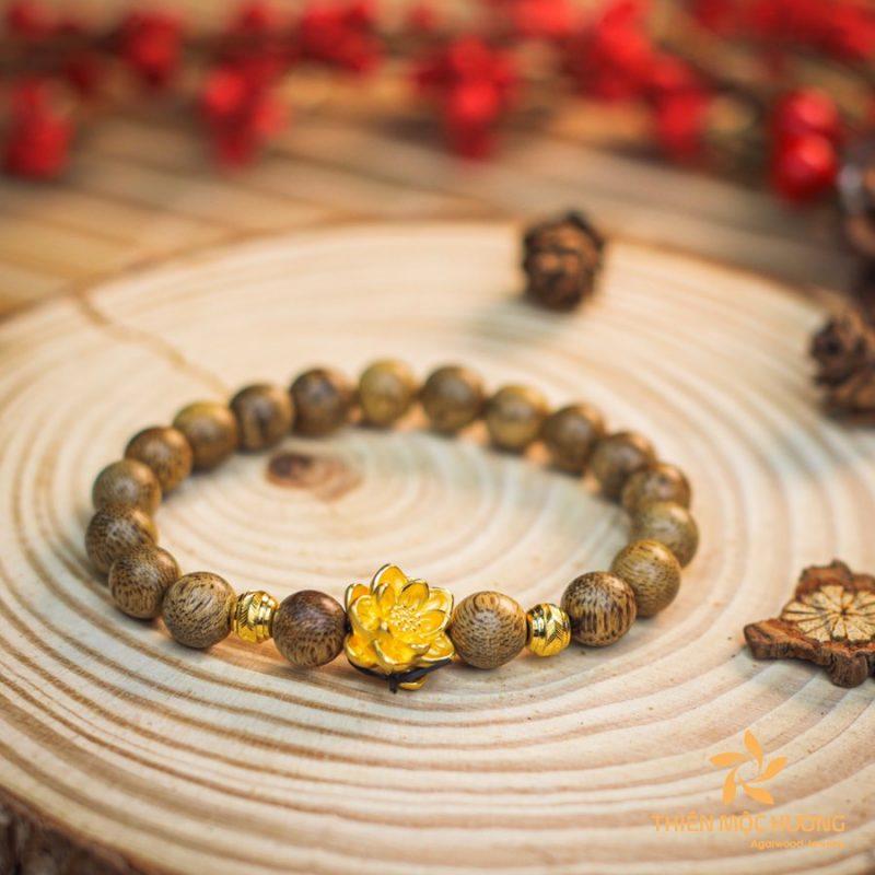Single round lotus agarwood beaded bracelet with 24k gold - classic