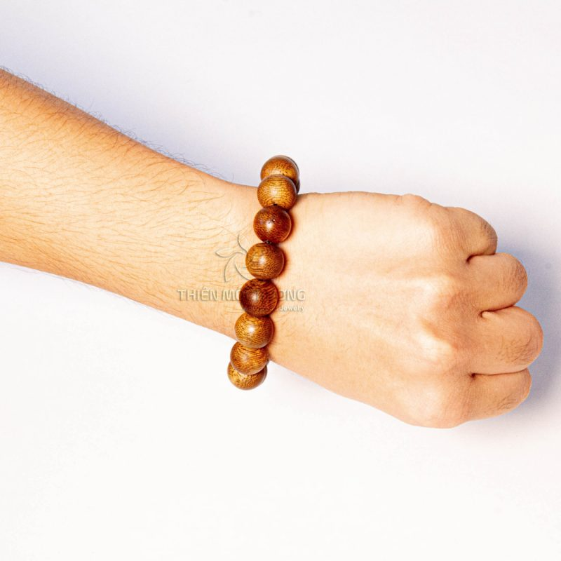 Stay away from harmful objects to the agarwood beads bracelets