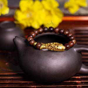Carp agarwood beaded bracelet