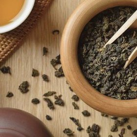The caffeine, antioxidant and theanine content of teas may have beneficial effects on brain function and mood.