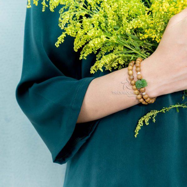 Jade lotus agarwood beaded bracelet