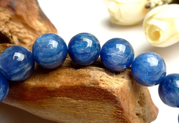 Kyanite stone has always been the top-notched jewelry in the cosmetic and feng shui industry